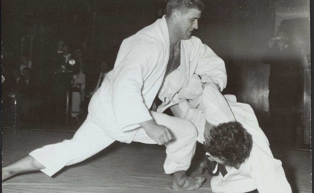 Nationale Kampioenschappen Judo te Utrecht. Anton Geesink links tegen Willem D Bestanddeelnr 135 0727 e1620125809727